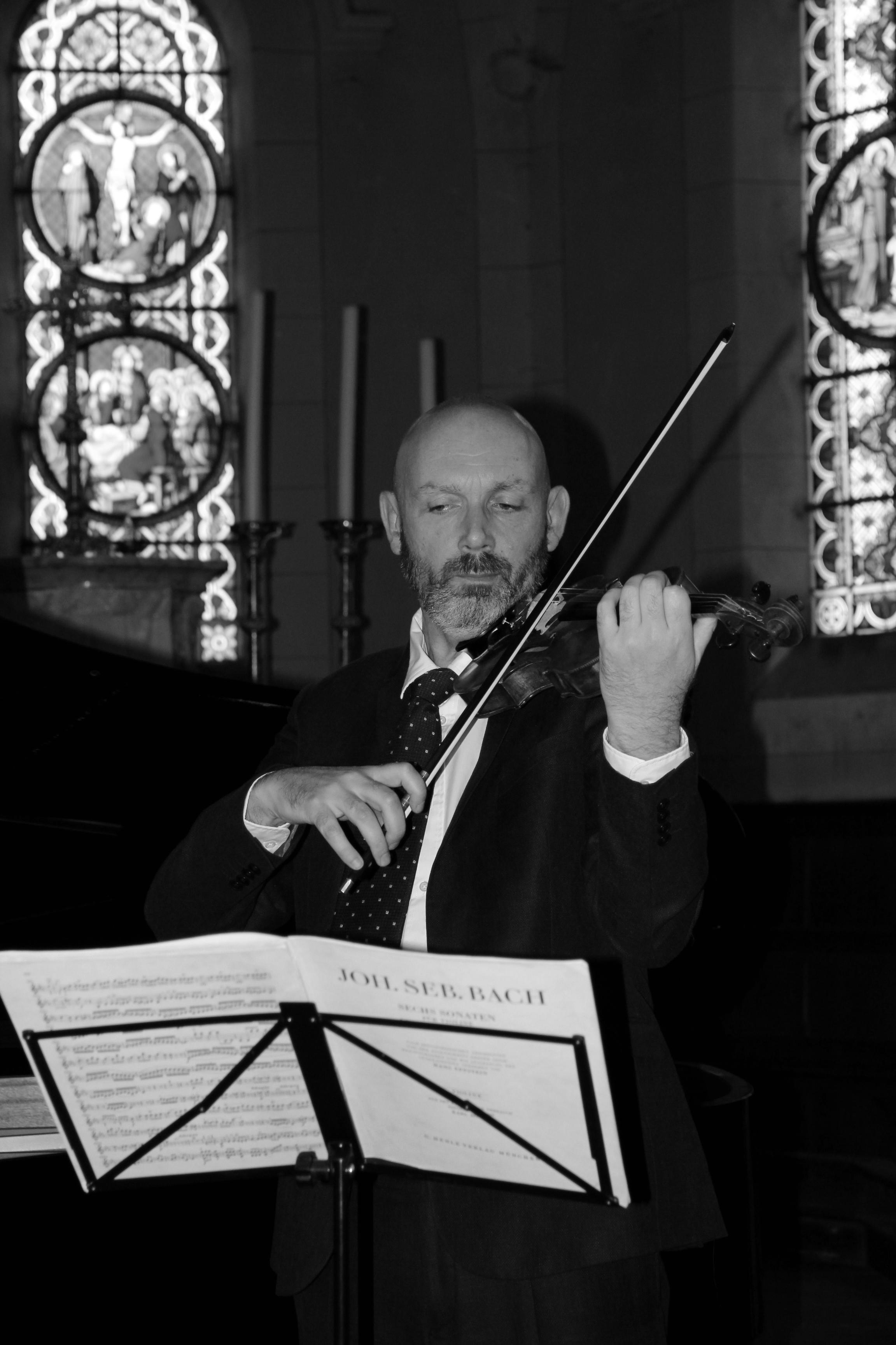 Fabien Roussel au violon