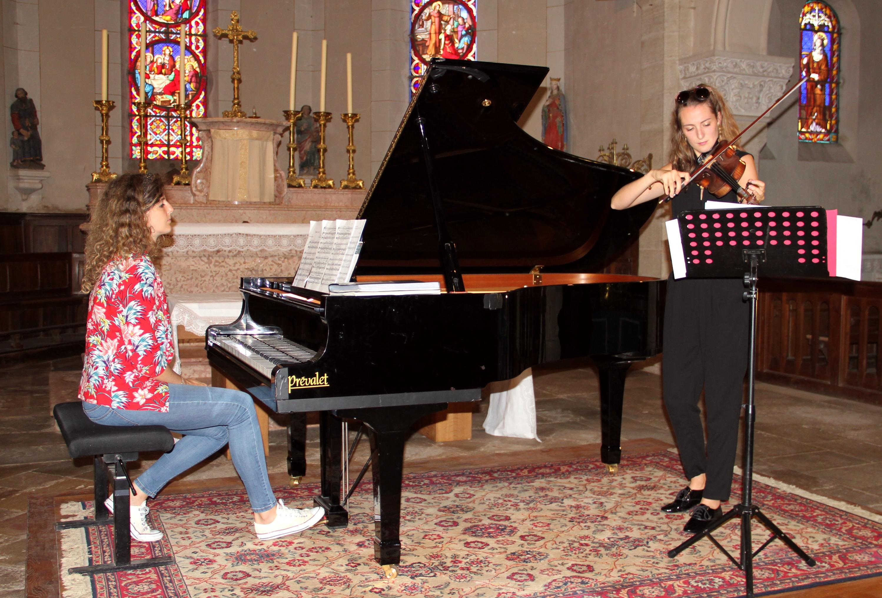 Les soeurs Graziano, Agnès, piano et Marie, violon