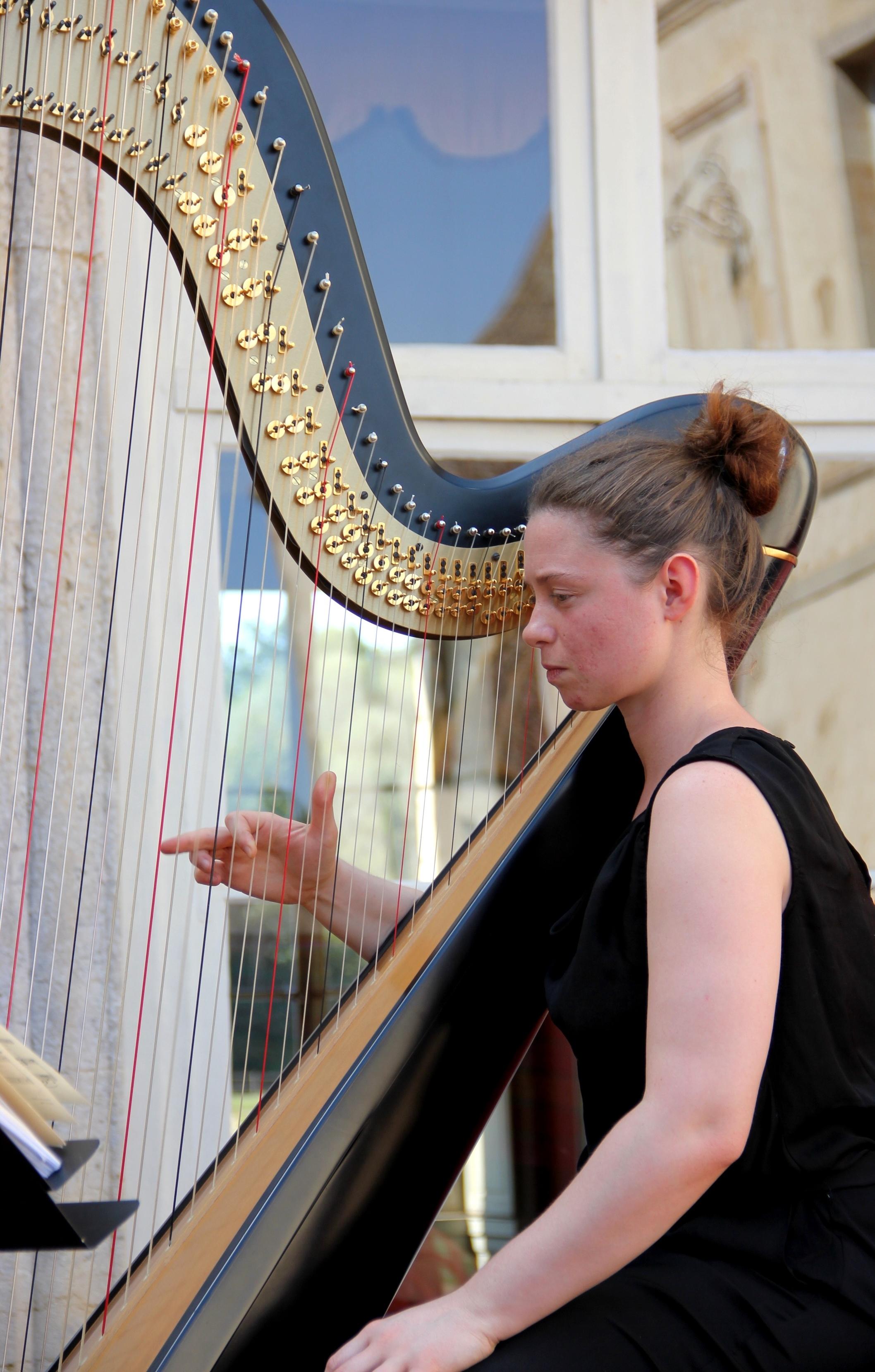 Joanna Ohlmann, harpiste du Trio Zerline