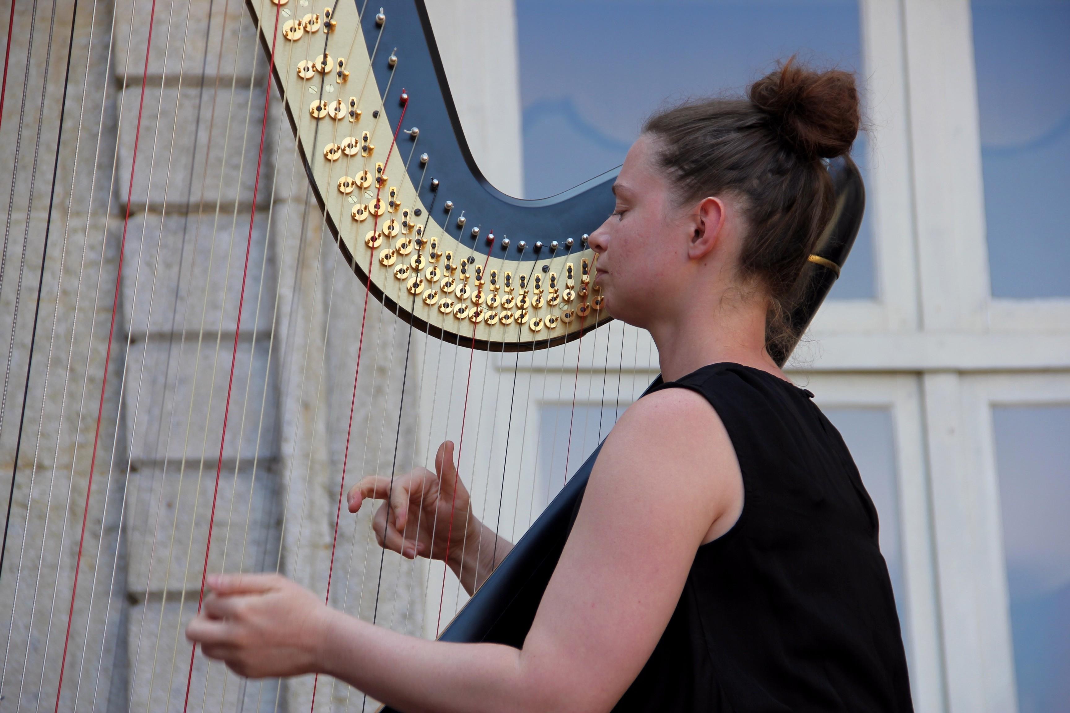 Joanna Ohlmann, harpiste, en concert