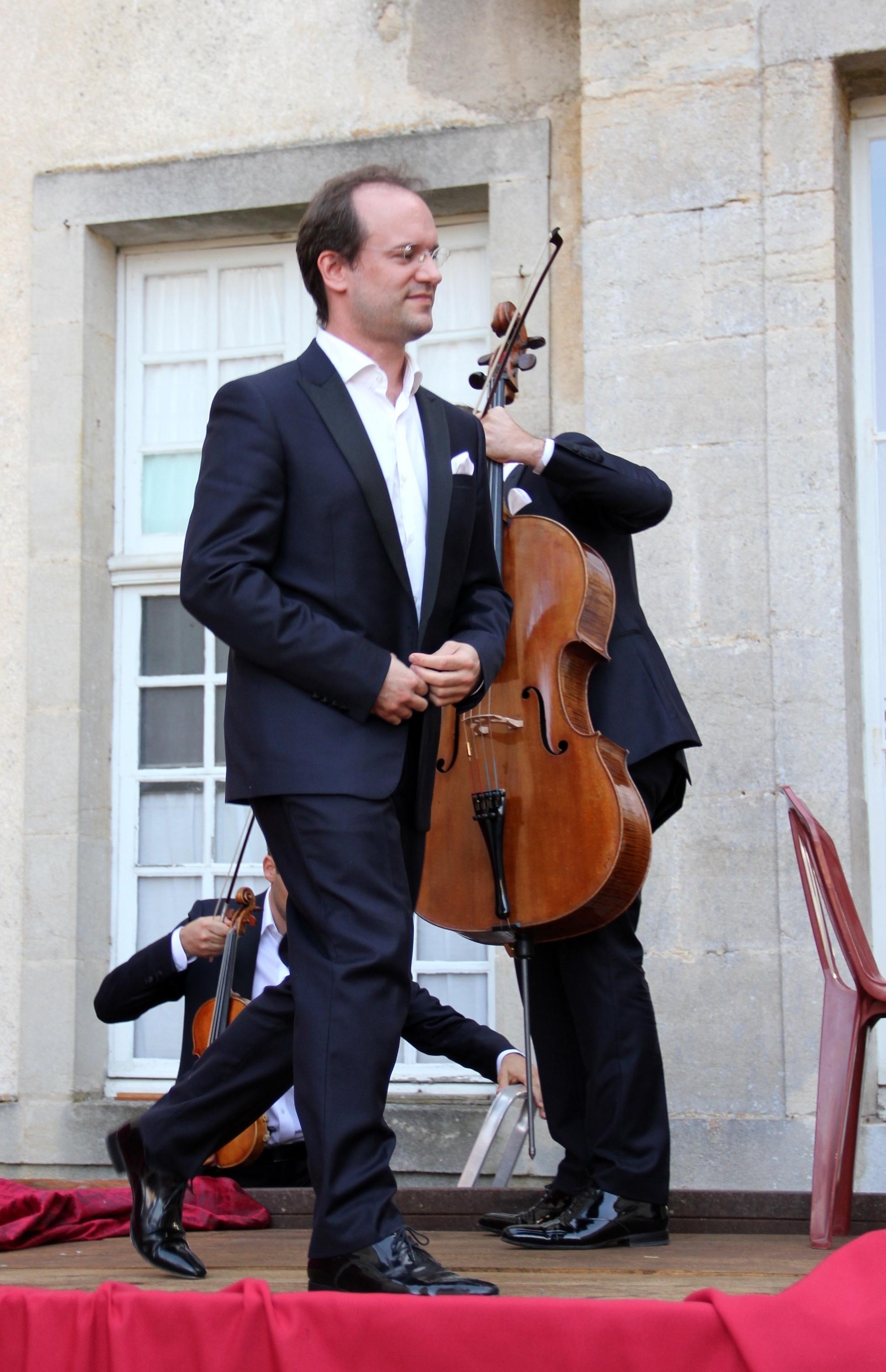 L'arrivée sur scène du Trio Chausson, pour son concert