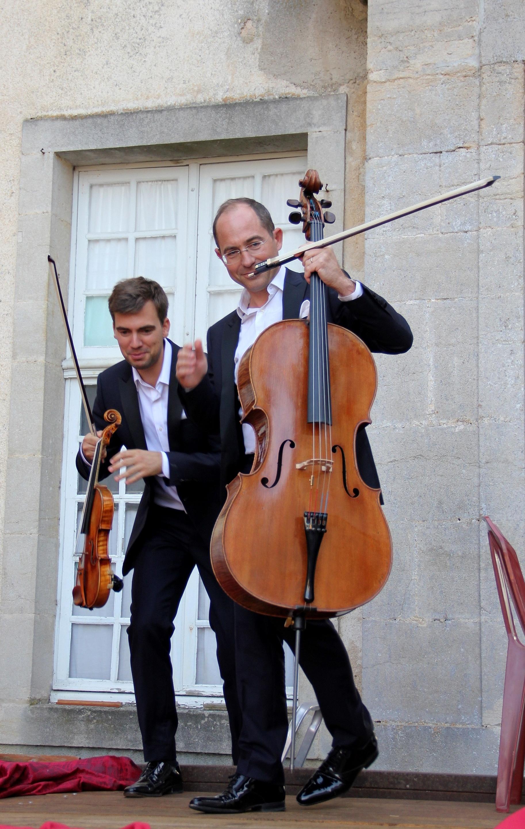 L'arrivée du Trio Chausson sur scène, pour son concert