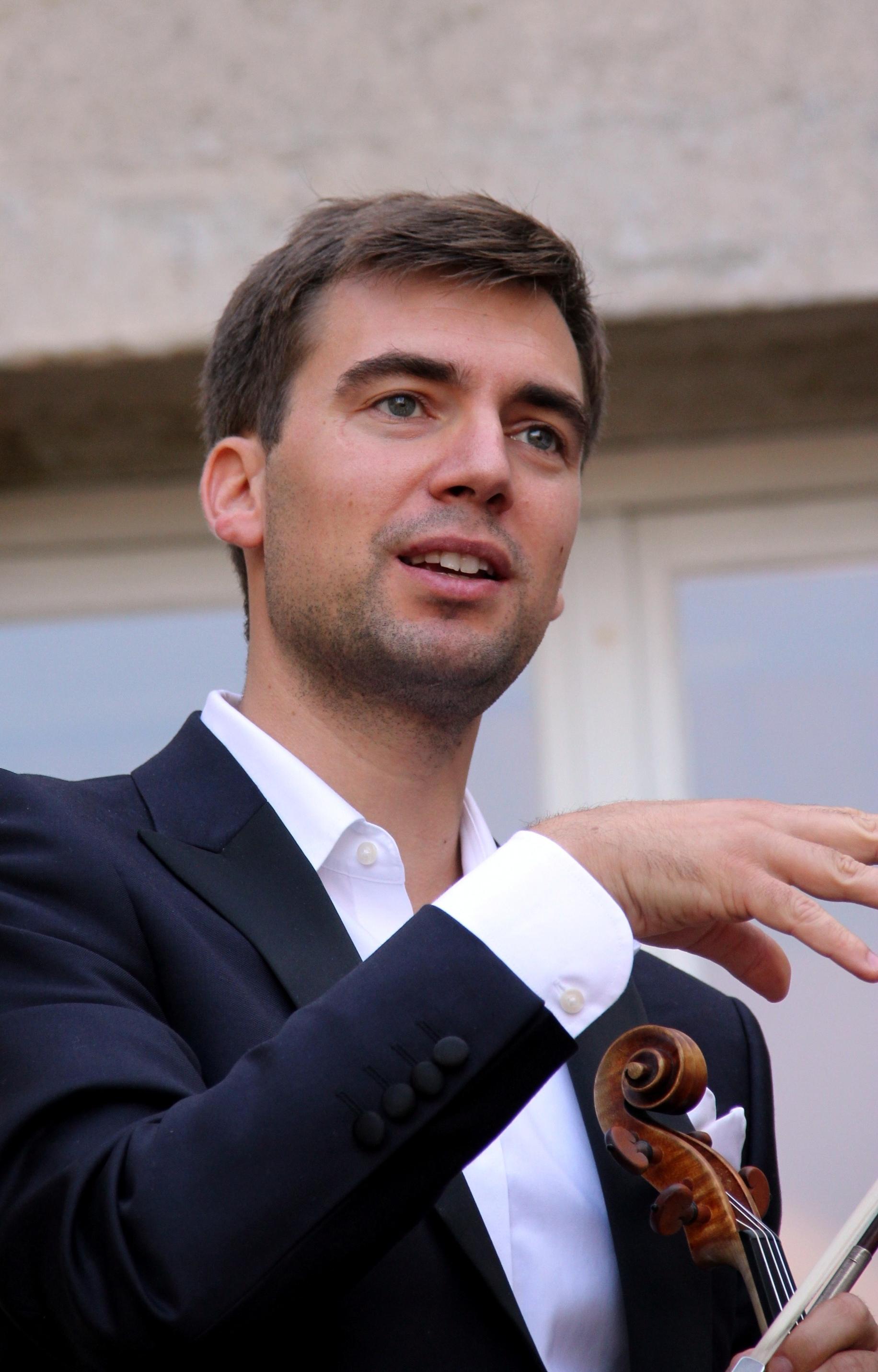 Mathieu Handtschoewercker, du Trio Chausson, présentant une oeuvre